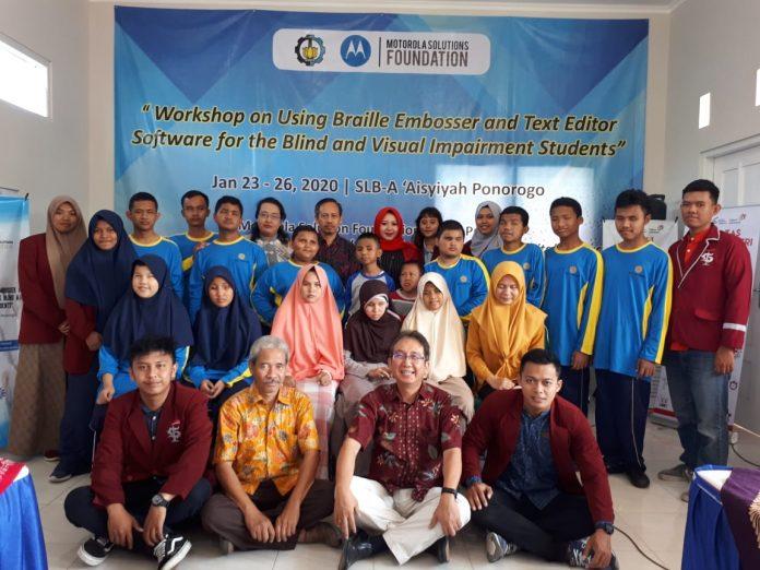 ITTelkom Surabaya digandeng oleh ITS selenggarakan workshop digital untuk difabel